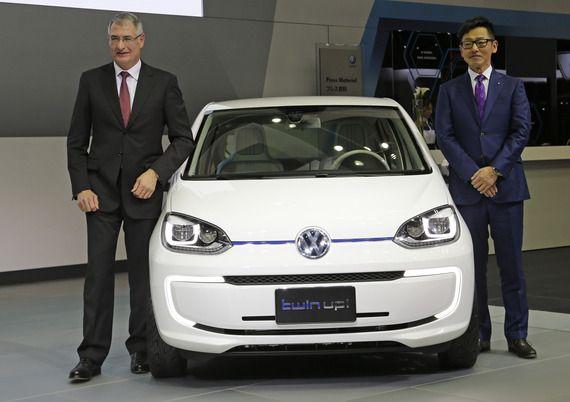 好調の基本的な要因は、各社とも比較的小型かつ低価格な車種を充実させていることにある。特にドイツの高級車メーカーが築いてきたのが「プレミアムコンパクト」という分野。小型車でありながら、高級ブランドならではの内外装や走行性能を持ち合わせているのが特長だ。- 東洋経済 | シェア過去最高。輸入車ばかりがなぜ売れる?