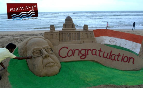 Today International sand artist Sudarsan Pattnaik created a sand sculpture to congratulate Sri Paranab Mukherjee at Puri beach of Odisha. Pattnaik created a 5ft high sand sculpture of the face of Sri Mukherjee and The Rastrapati Bhawan.     After a tough competition for presidential election between Sri Pranab Mukherjee and P.S Sangama, Finally Sri Pranab Mukherjee will be the 13th President our country.
