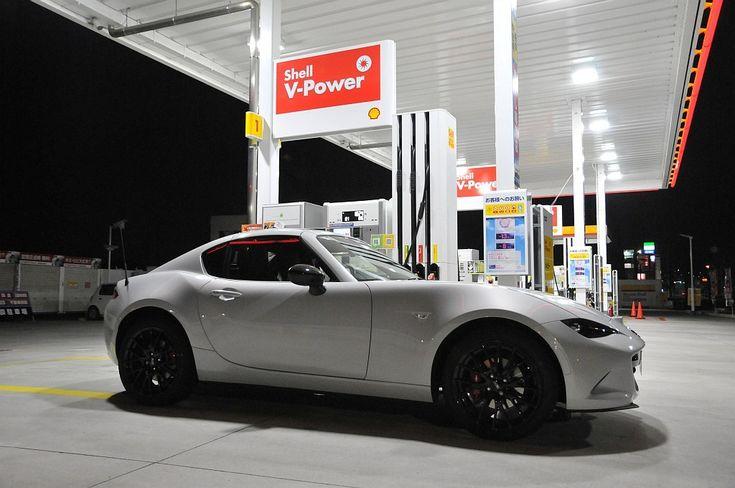 マツダ ロードスター RF、ガソリンスタンドで給油