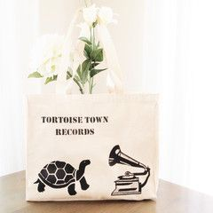 What's not to love about a tortoise and gramophone combo. Hand painted by Grafeeq.