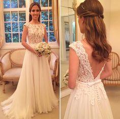 Vestido de noiva clássico e romântico para casamento no campo - blusa de renda com decote V nas costas e saia de mousseline ( Vestido: Wanda Borges )