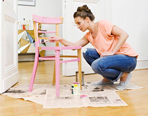Zo verf je je meubels in alle kleuren van de regenboog! #meubels #verven #diy | voordemakers.nl