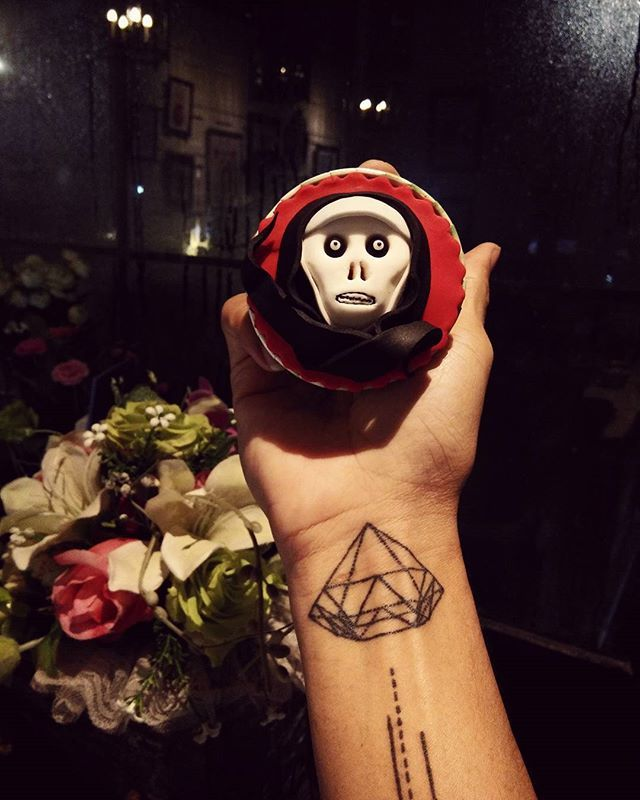 #story #artwork #icing #fondant #halloween #valak #skull #ghost #cup #cake #pastry #working #custom #flowers #foodporn #follow #me #pastrychef #cheftattoo #chef #skate #patisserie #art #myself #tattoo #horror #october #2016 #👻  Yummery - best recipes. Follow Us! #foodporn