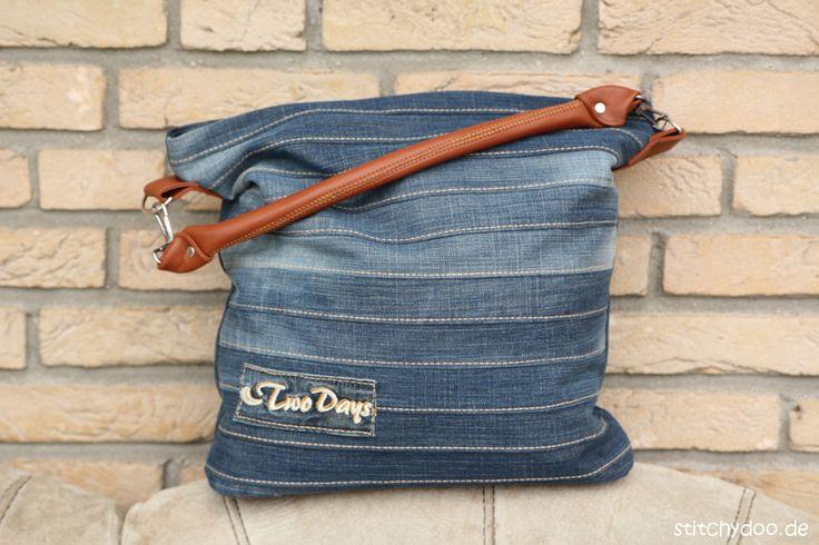 Lerne wie du aus alten Jeans und Leder eine stylische Jeans Tasche nähen kannst. Schritt-für-Schritt zur selbst genähten Handtasche! Zum Schnittmuster.