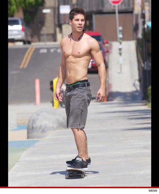 'Glee' Hunk Dean Geyer -- Shirtless, Ripped & Stiff as a Board