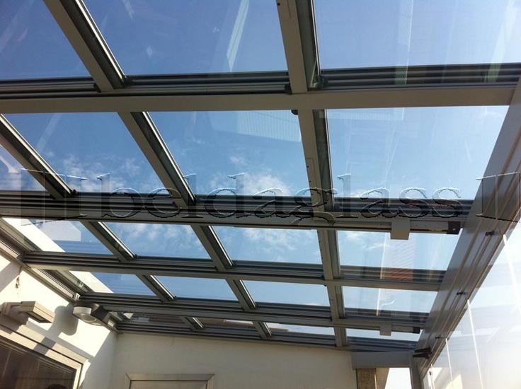 terraza cubierta con techo movil de cristal