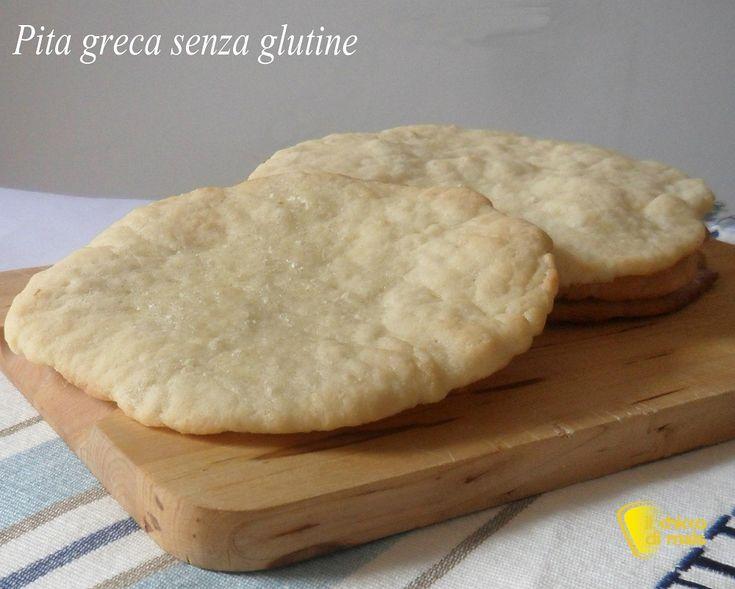 Pita senza glutine (ricetta pane greco). Ricetta della pita greca senza glutine, tipico pane greco basso e morbido per accompagnare tzatziki e fare gyros