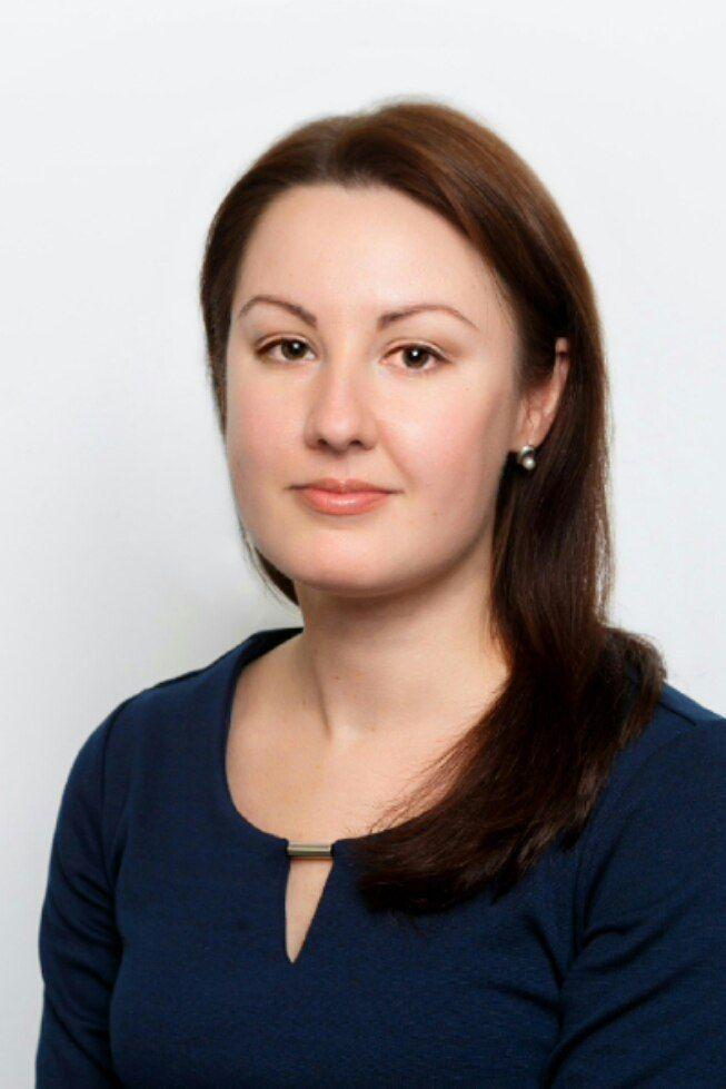 Наталья Баранова http://nb.appme.ru/ практикующий психолог, сертифицированный специалист в области немедицинской психотерапии взрослых (экзистенциально-гуманистический подход, с элементами арт- и гештальттерапии; опыт работы более 10 лет). По рекомендациям, полученным от Ирины Млодик и Натальи Лобановой, ей присвоен статус Практики при поддержке Альянса.