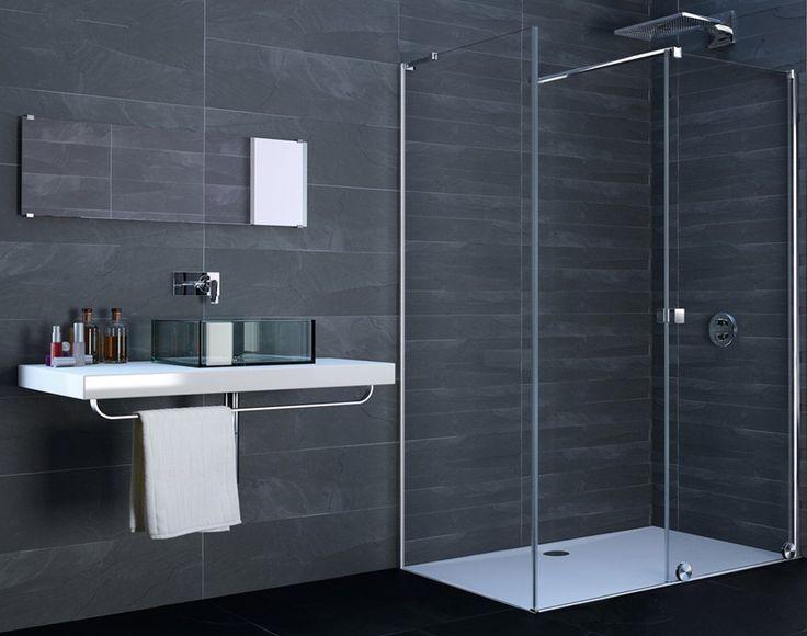 Huppe Xtensa Pure ze ścianką boczną w małej łazience