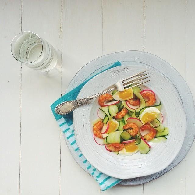 #cucumber ➕ #radish ➕ #eggs ➕ #spicy #shrimps = #yummy . Приятного аппетита всем, кто обедает! А рецепт этого салатика с огурцом/яйцом/редисом и острыми креветками совсем скоро на menunedeli.ru. #vsco #vscocam