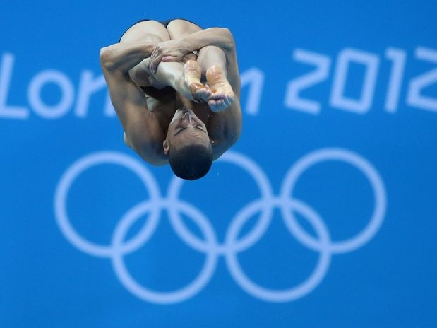 O brasileiro Cesar Castro teve um bom desempenho no salto ornamental com trampolim de 3 m nesta segunda-feira, no Centro Aquático, e conseguiu classificação para a semifinal da categoria, que será disputada já nesta terça, pelos Jogos Olímpicos de 2012  Foto: Daniel Ramalho/Agif/COB/Terra