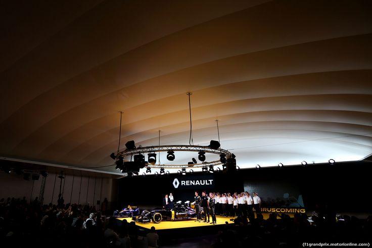 RENAULT F1 PRESENTAZIONE 2016, (L to R): Carlos Ghosn (FRA) Chairman of Renault with Jolyon Palmer (GBR) Renault Sport Formula One Team; Esteban Ocon (FRA) Renault Sport Formula One Team Test Driver e Kevin Magnussen (DEN) Renault Sport Formula One Team. 03.02.2016.
