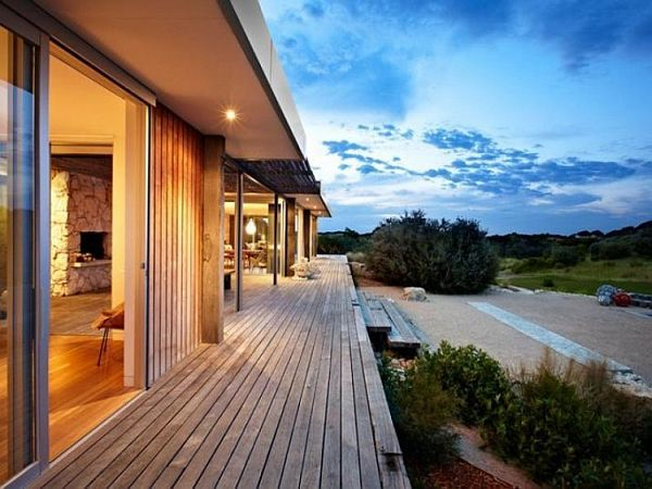 I like how the deck is even with the flooring in the home.  Perfect transition.  Contemporary House on Australia's Ocean Coast