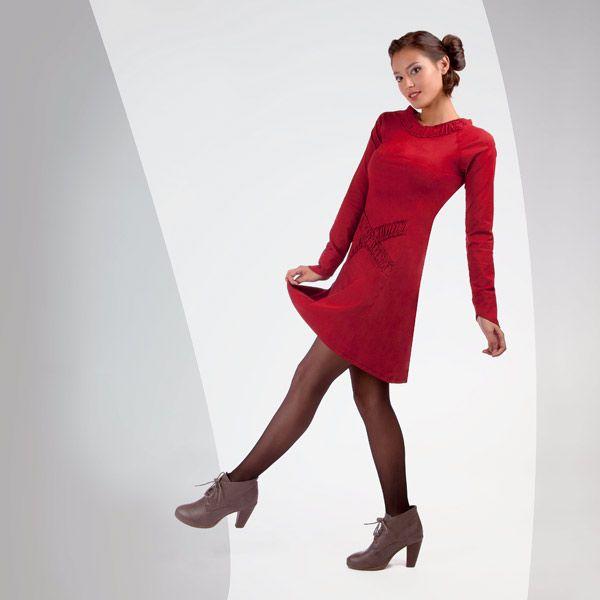ROBE NIVDO de chez Chilia : Des détails couture pour cette robe ultra féminine : poignets arrondis sur la main, tissu froncé pour marquer le col et la taille d'une ligne dans le dos et d'un croisé à l'avant !