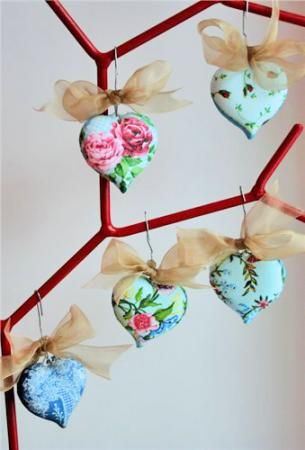 Подвесные украшения «Сердечки» http://dcpg.ru/mclasses/serdechki/ Click on photo to see more! Нажмите на фото чтобы увидеть больше! decoupage art craft handmade home decor DIY do it yourself tutorial