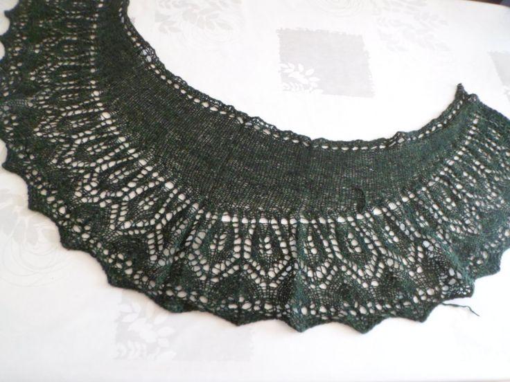 Superbe Châle demi lune en laine et soie vert anglais -collection Hiver 2016 : Echarpe, foulard, cravate par marie-french-touch