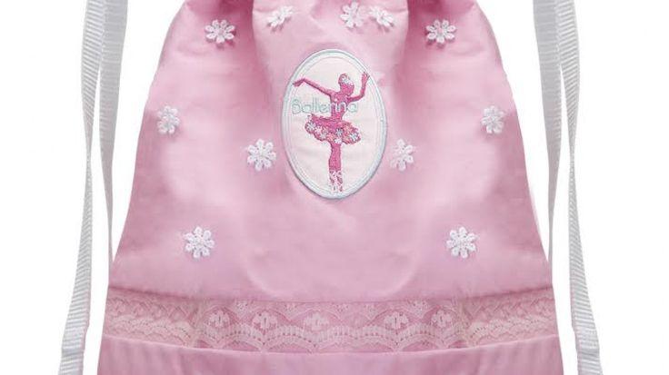 Leuke gevoerde #rugtas met #Ballerina applicatie . Roze . Met bloemetjes en kant. Lengte:ca.33 cmBreedte ca : 30 cm.Met witte draagbanden.Verzenden kan als brievenbus pakje.