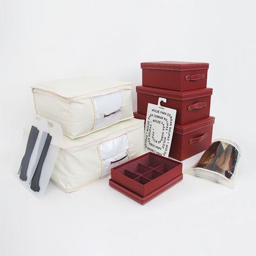 Kit c/ 10 peças Luxo Vermelho Boxmania - Kit de organização Luxo Compact para organização de armários e closets.em tons de vermelho e marfim. Possui caixas organizadoras, porta edredom e lençol, saco para sapatos, dobrador de camisa e molde para botas.