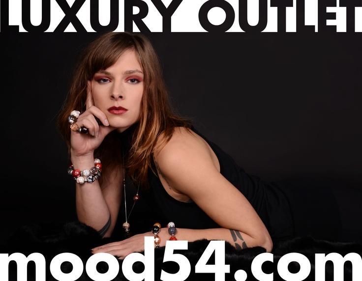 Outlet: www.mood54.com