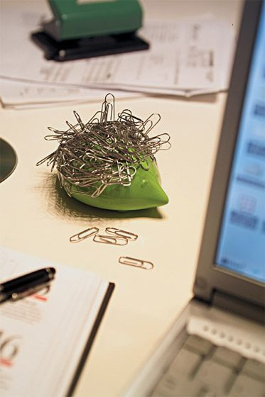 Dozi magnetic paper clip holder at FormAdore.com