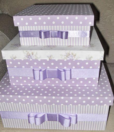 KIT de 03 caixas de MDF forradas com tecido lilás listrado, poá e floral e com laço de fita de cetim.: