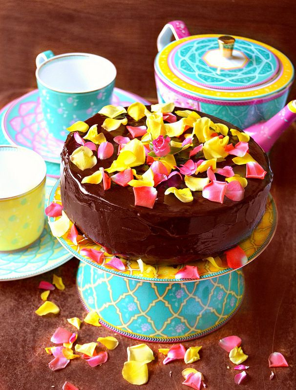 """Dal film Chocolat """" Il cioccolato è un elemento magico che riesce a   raggiungere l'anima delle persone, regala dolcezza e scalda il c..."""