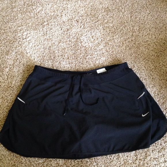 Nike tennis skirt Nike XL tennis skirt that is In great condition, only worn a few times and fits as if it is a large (runs small). Great buy! Nike Skirts