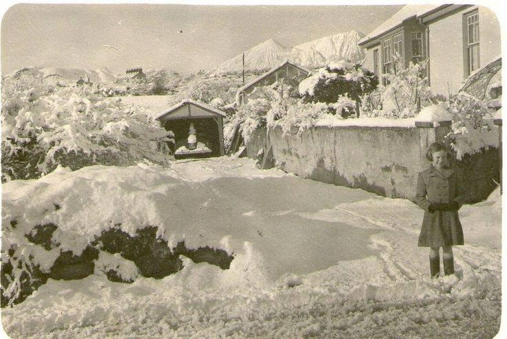Roche Road, nr Bugle. Note the 'Cornish Alps' (clay burrows) in the background. c.1950's.