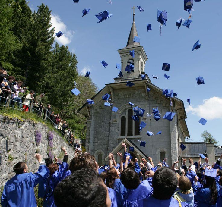 Año escolar en Suiza para niños para estudiar inglés o francés en el extranjero y realizar cursos académicos en internados privados o colegios en Suiza para españoles