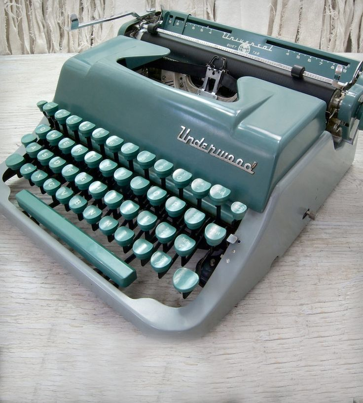 Vintage Underwood Universal Typewriter by Anodyne & Ink on Scoutmob Shoppe. For a dreamy little vintage office. Or just perched on a shelf.