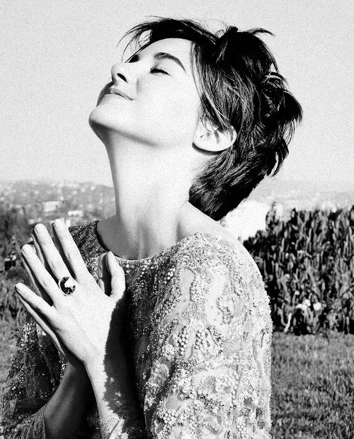 I love Shailene Woodley. She is one of my favourite actors. She is so beautiful. Out and inside. Can a person become more perfect than she is?