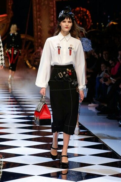Dolce&Gabbana Fall-Winter 2016-17 #DGFabulousFantasy Women's Fashion Show. Off the Catwalk the Strong and Sofisticated Woman of Dolce&Gabbana with White Shirt, Tight Skirt and Luxury Handbag. A Real Business Woman! More insights on @dolcegabbana and #dgfw17. Also follow @voguerunway and #MFW.