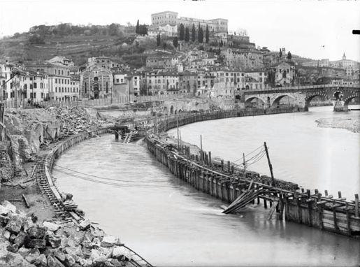 Costruzione dei Muraglioni - dopo l'alluvione del 1882 http://www.veronavintage.it/verona-antica/immagini-storiche-verona/costruzione-dei-muraglioni-dopo-lalluvione-del-1882