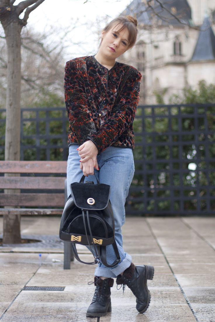 90s LOOK: Veste en velours kitsch et sac à dos en cuir et velours vintage. Vintage velvet jacket and leather/velvet backpack http://www.oldnewthings-vintage.com/