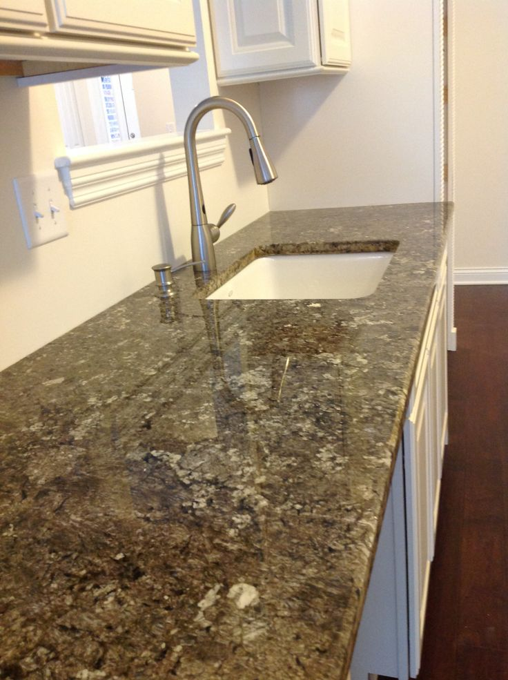Taupe Mist Granite, Whisper Creek Townhomes in Mokena