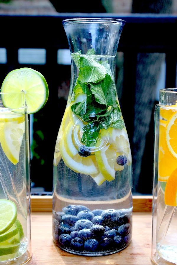 Refreshing and healthy flavored waters and the best containers to use. #glassPitcher