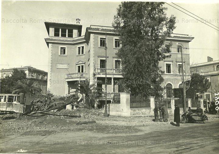 Foto storiche di Roma - Largo XXI Aprile, Villa Paolina, bombardamento del 10 marzo 1944 Anno: 1944