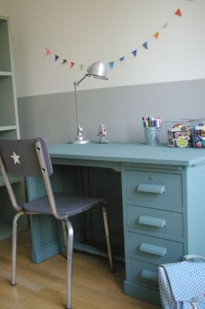 How I love this aqua child's desk and grey chair with white star and grey and white wall. Fab!