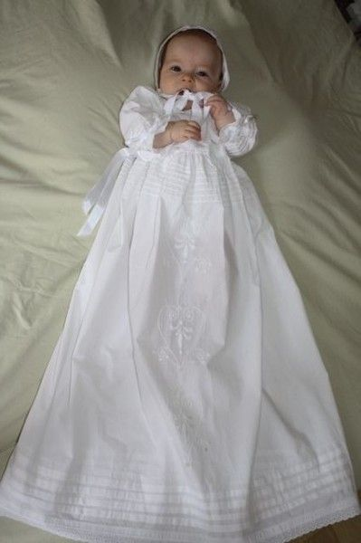 4154ee0a67e Robe de baptême traditionnelle