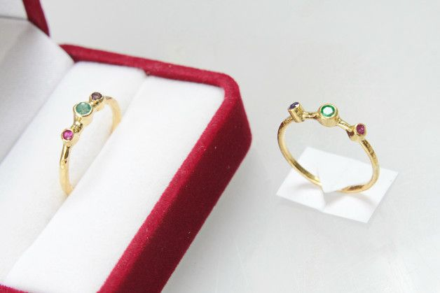 Emerald Jewellery – Emerald, sapphire and ruby ring – a unique product by un1quejewelry on DaWanda