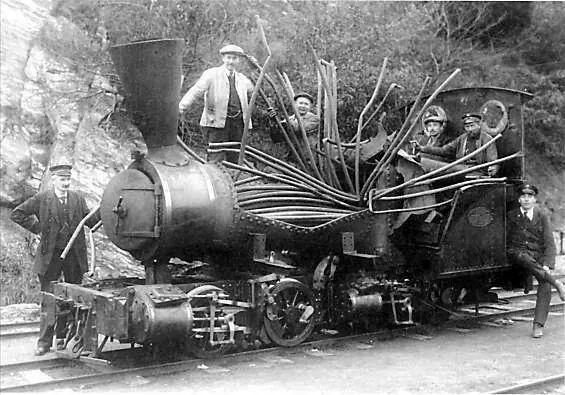 Boiler explosion   ===>  https://de.pinterest.com/jamjcl/steam-locomotives/   ===>  https://de.pinterest.com/pin/85005511694919747/