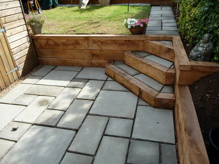 courtyard paving with oak sleeper retaining wall portslade east sussex arbworx