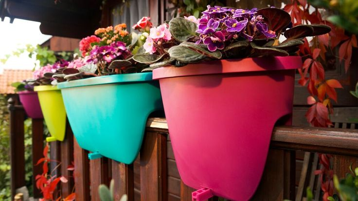 Balconia OVI - who says your flower pots needs to have the same color. Choose from 8 colors and 2 sizes (30 and 60 cm) to freshen up your balcony.