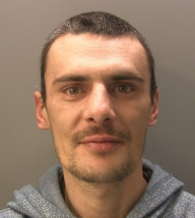 Man banned from Barrow town centre http://www.cumbriacrack.com/wp-content/uploads/2017/11/Paul-Akred.jpg A Barrow man has been sent to prison and banned from the town centre. Paul Akred, 38, of Egerton Court, appeared at South Cumbria Magistrates' Court today    http://www.cumbriacrack.com/2017/11/17/man-banned-barrow-town-centre/