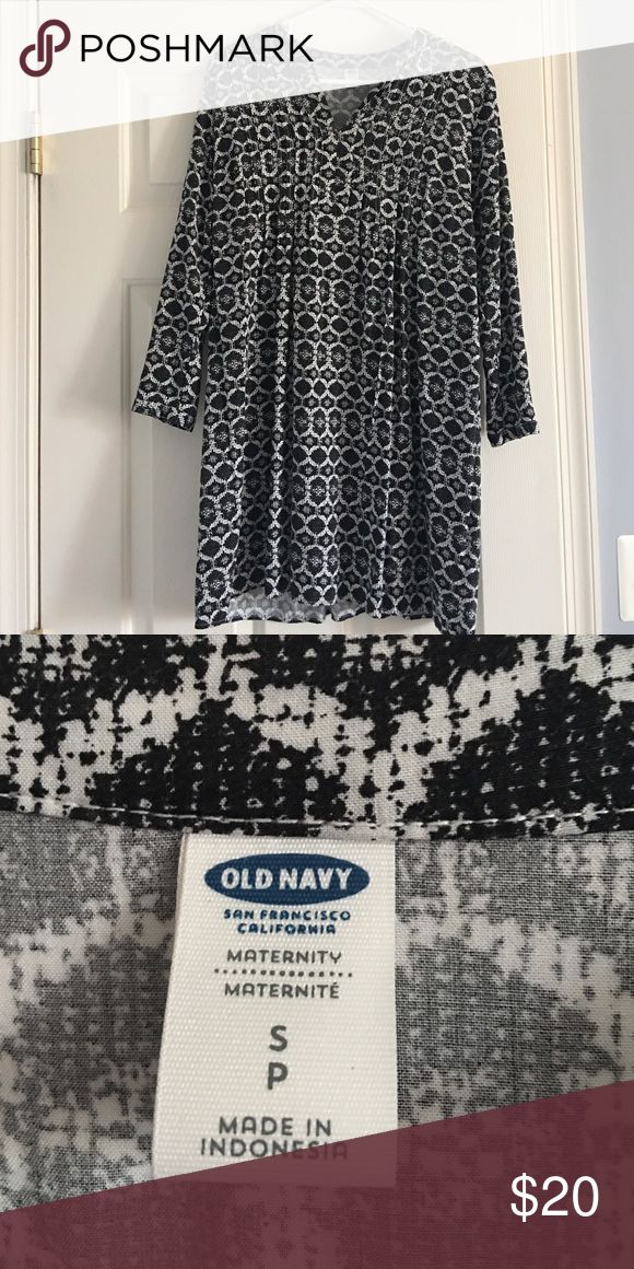 """Old navy maternity dress Size small black and white """"moo moo style"""" dress. EUC worn both pregnant and not cause it's so damn cute 😋 true to size Old Navy Dresses Midi"""