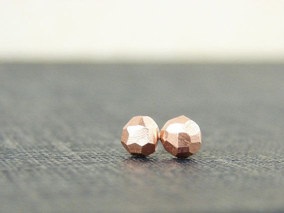 Faceted copper studs. Tiny geo earrings in recycled metal by Mitz Metals. Handmade item. Materials: recycled copper, sterling silver. Simple but with a great light effect for every-day wear.