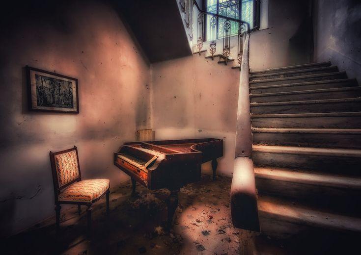 Villa G.  il pianoforte....  fragilimemorie.com by lucino66