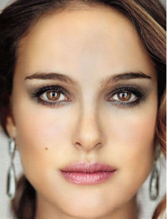 20 id es de maquillage parfaites pour les brunes natalie portman inspiration et rouges l vres. Black Bedroom Furniture Sets. Home Design Ideas
