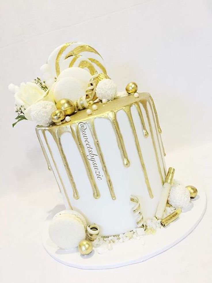 Gold drip cake made by Sweetsbysuzie in Melbourne