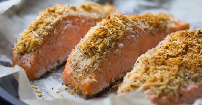 Recette de Pavé de saumon en croûte de noisettes. Facile et rapide à réaliser, goûteuse et diététique. Ingrédients, préparation et recettes associées.